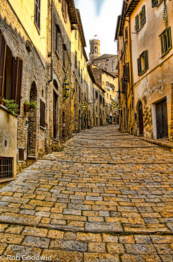 Volterra, Italy - wonderful road textures - Houseinmilano let you discover the essence of Italy.. start your tour from Milan..www.houseinmilano.com