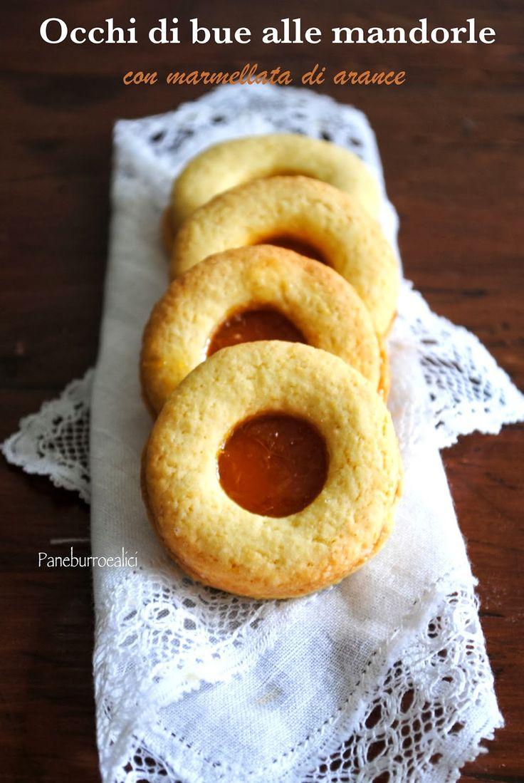 """Biscotti """"occhi di bue"""" alle mandorle con marmellata di arance #cookies #biscotti #frolla"""
