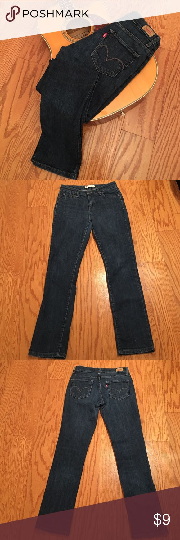 Levi's women's Mid Rise Skinny Jean A great fitting jean with classic 5 pockets styling, looks like new, non smoking environment,  99% cotton , 1% Elastane size 6M Levi's Jeans Skinny