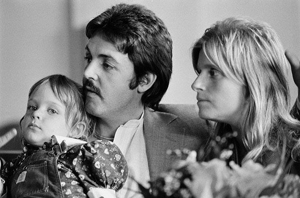 Пол и Линда МакКартни с дочерью
