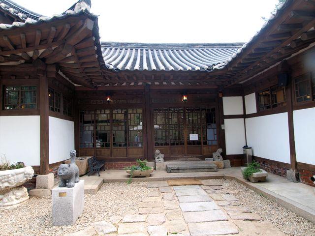 今でも韓国に残る、近代建築を利用したカフェ&レストラン大集合! カフェ おしゃれな外観のカフェ 近代建築レストラン