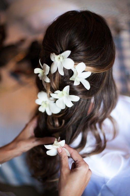 Penteado para noiva com flores