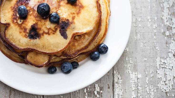 The golden rule of weight loss is to include a protein rich breakfast in your diet to help you keep full and satiated until lunchtime. Not only are protein pancakes a protein rich breakfast choice, but they are also a tasty treat which helps you to look forward to your breakfast rather than relying on the same boring options every day. With plenty of fibre and vitamins, this recipe has fewer carbs than traditional pancakes, and you can add Greek yogurt and berries for an extra protein and…