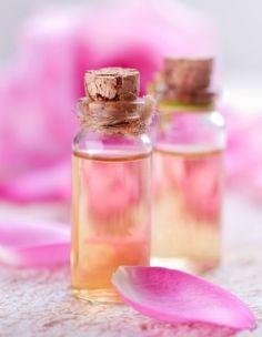 L'eau de rose maison : Comment en fabriquer soi-même, comment et pourquoi l'utiliser, quelle est son histoire ? Tout savoir sur l'eau de rose !