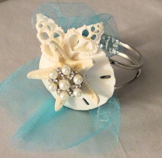 I'm not having a beach wedding, but the sand dollar idea is pretty amazing.