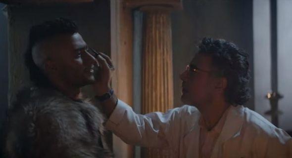 محمد رمضان يظهر بلوك الهنود الحمر في كليب بابا Songs Couple Photos Scenes