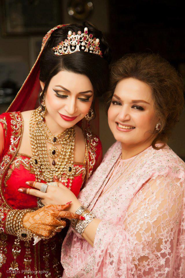 Pakistani bridal dress, jewelry, makeup celebrity (related to Noor Jehan)