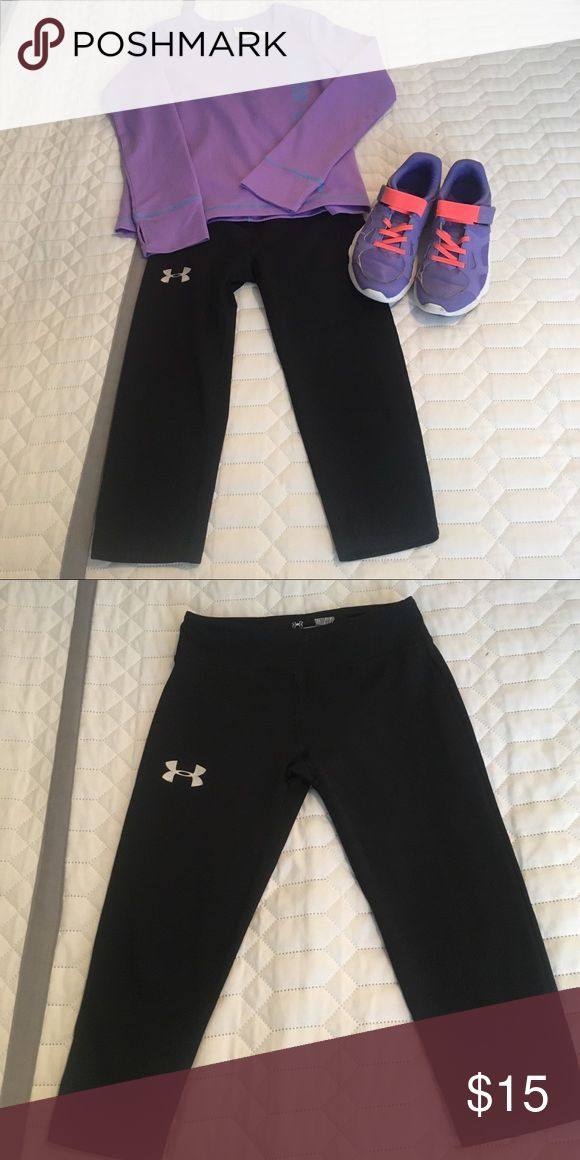 Under armour kids capris In great shape size small pair up with shirt and shoes in closet. Capris are Black with white under armour symbol in upper rt leg. 🤔BUNDLE Under Armour Bottoms