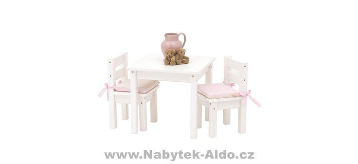Dětský stolek s židlema z masivu