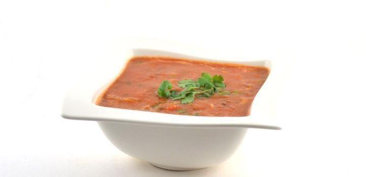 Het harira recept       Over harira  Harira is de nationale Marokkaanse soep van Berberse afkomst. Harira is een gebonden, rijk gevulde soep. Dit is de snelst te bereiden variant.    In de verschillende streken in Marokko bestaan verschillende varianten op deze soep. Volgens wikipedia wordt de harira dagelijks gegeten tijdens de ramadan bij het verbreken van het vasten (ik