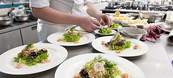 Se preparan comidas de todo tipo, desde platos muy elaborados, hasta los platos más sencillos. Catering eventos empresariales Barcelona se encarga de traer catering a demás de grandes banquetes, como bodas, reuniones de empresa