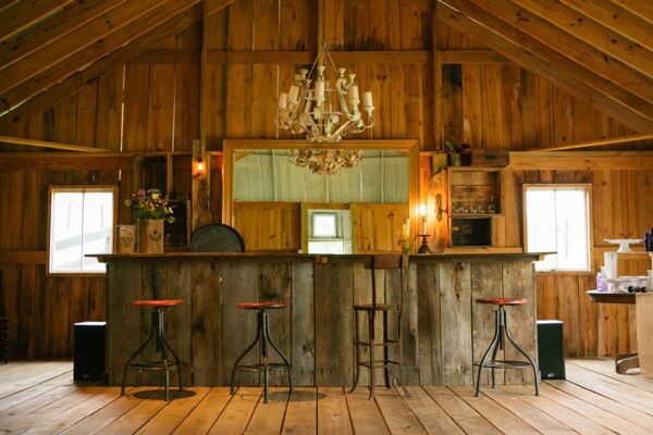 Barn Bar Niques In 2019 Rustic Barn Barn Wood Bar