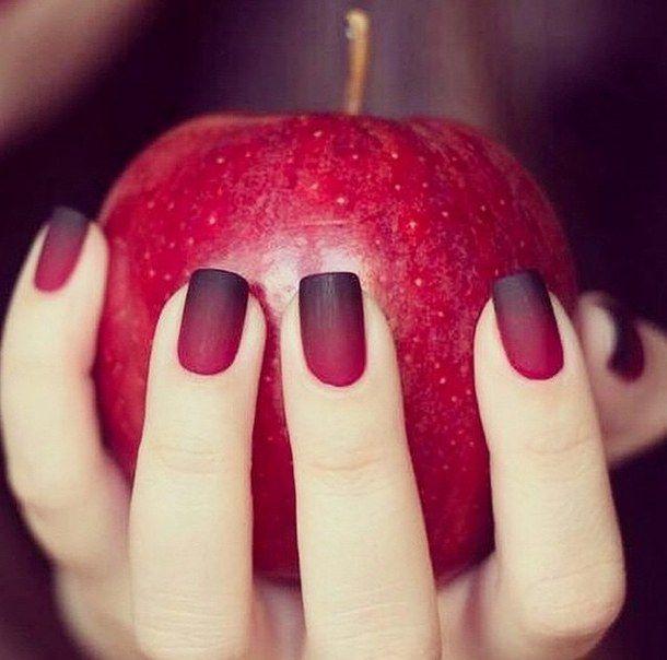 Avete già pensato alle unghie a San Valentino? In questo post vi proponiamo tante idee per nail art semplici e trendy.