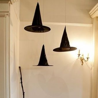 #DIY halloween party ideas: floating witch hats