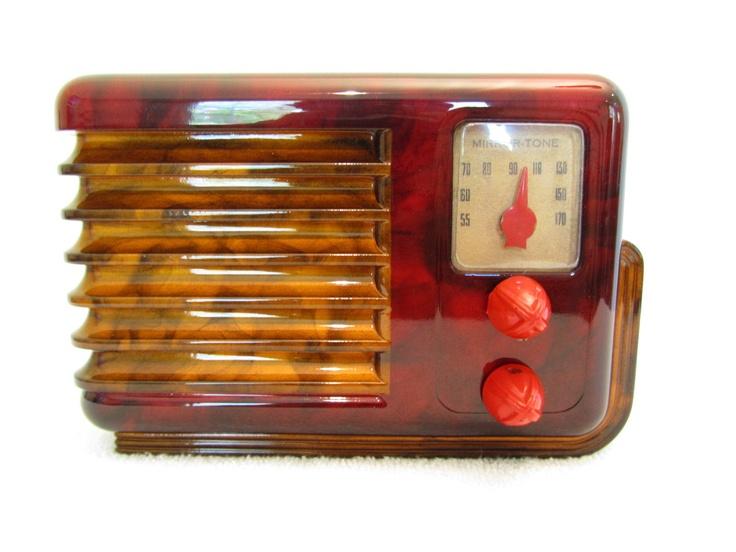 VINTAGE 1947 MIRROR TONE ART DECO SLED STYLE BAKELITE RADIO