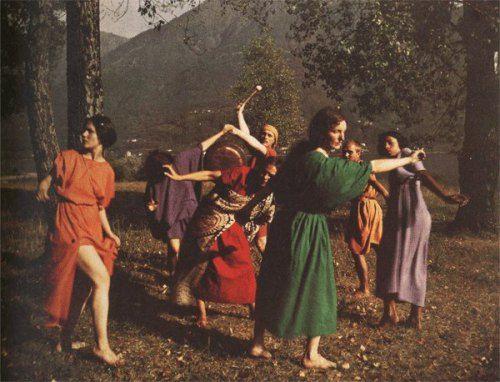Rudolf Laban med elever på Monte Verità i Schweiz, kanske Europas första vegan- och konstkollektiv i början av 1900-talet