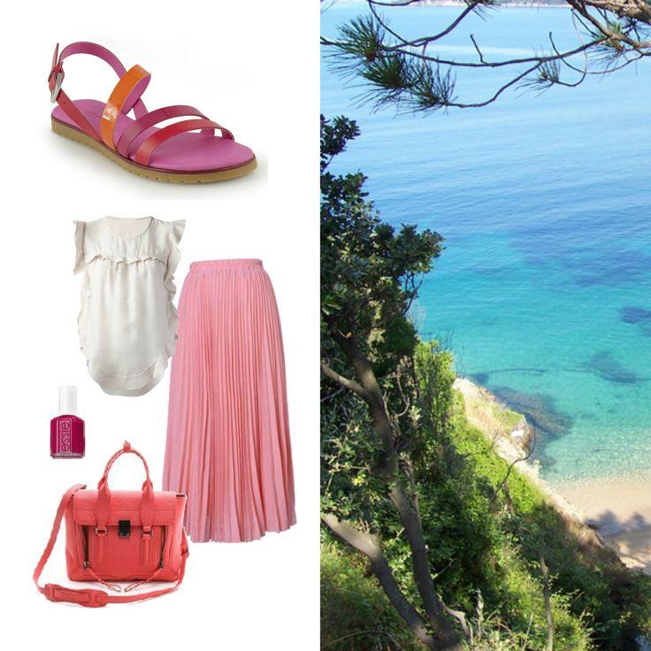 I sandali AIDA sono perfetti pe ri tuoi look estivi, bastano un top bianco, una gonna lunga, uno smalto acceso e sei pronta per un weekend al mare #sandali #smalto #rosa #maxiskirt #mare