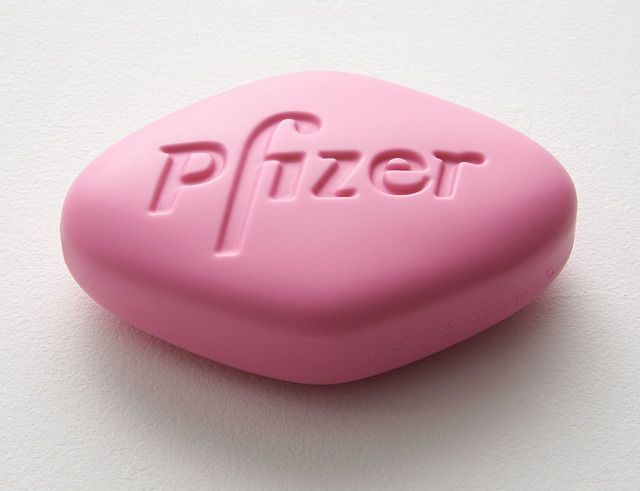 Pfizer VGR 100mg (Baby pink), 2014, by Damien Hirst