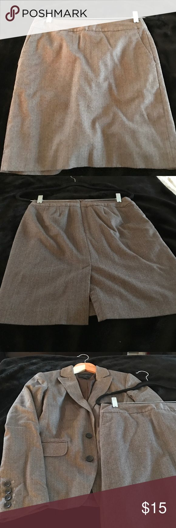 Banana Republic petite suit skirt Banana Republic petite suit skirt. Zipper in perfect condition. Will include jacket for $10 if purchased at full price. Banana Republic Skirts