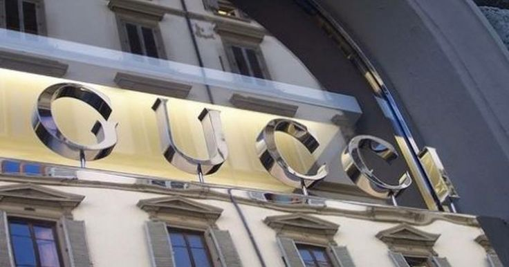 insegne negozi, insegne per negozi, insegne negozi via Montenapoleone, insegne boutique GUCCI via Montenapoleone Milano
