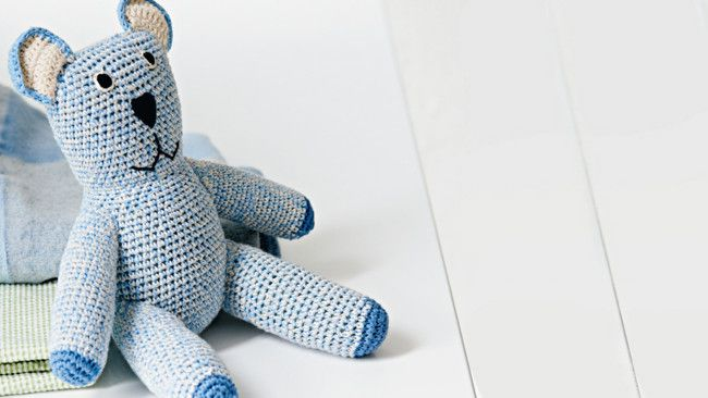 How to knit a trauma teddy: knitting pattern for teddies; program coordinated...