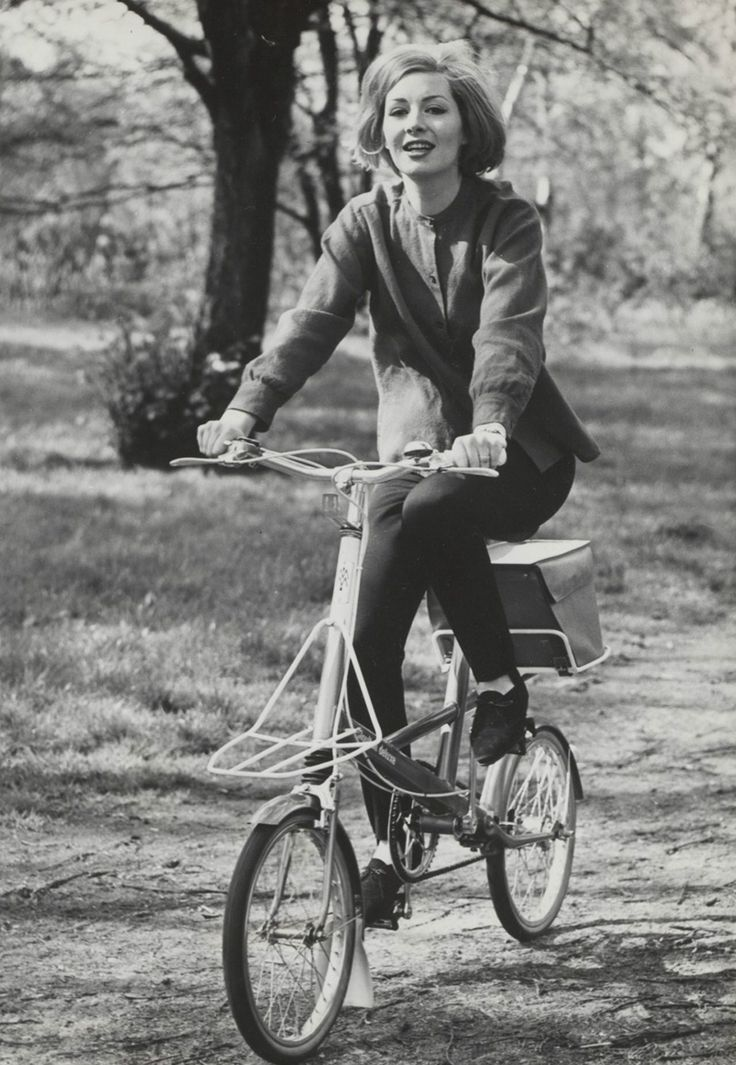 vintage folding bicycle. THECYCLINGBUG.CO.UK #thecyclingbug #cycling #bike…
