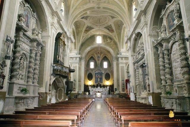 L'interno della chiesa matrice dedicata a M. SS. Annunziata, a Casarano (provincia di Lecce), si possono ammirare numerosi dipinti tra cui alcuni del leccese Oronzo Tiso e del Coppola. Nove sono gli altari laterali finemente lavorati e scolpiti nella tenera pietra leccese. Alcuni di essi, così come il portale d'ingresso, provengono dalla Chiesa di San Francesco della Scarpa di Lecce e furono trasportati nel 1874 allo scopo di arricchire la decorazione dell'edificio.