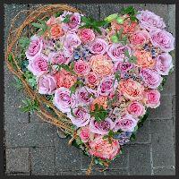 Herz mit Ecuador Rosen und Hortensien