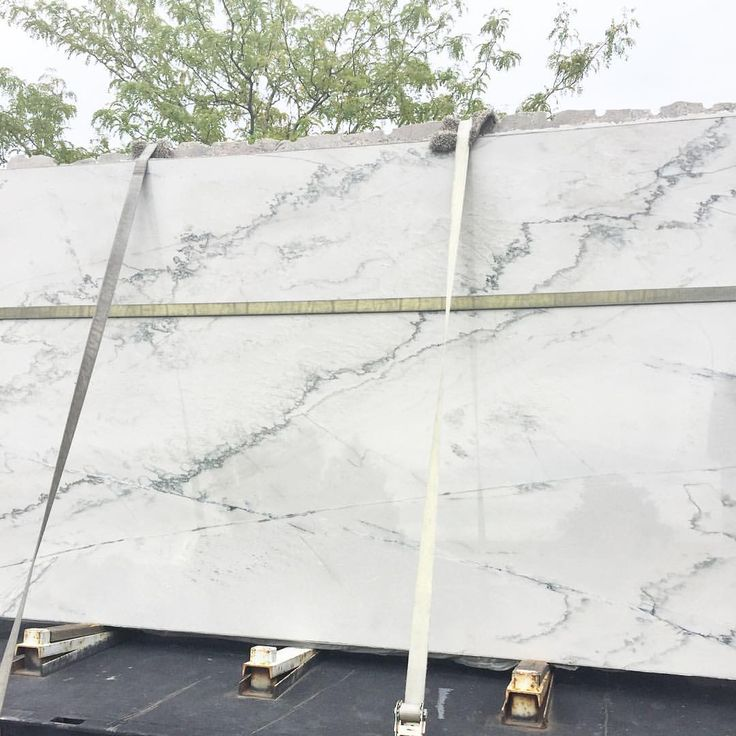 White macaubus quartzite