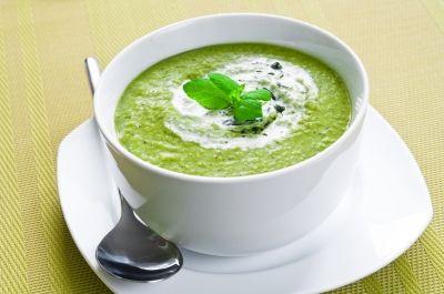 Le potage n'est pas réservé aux froides journées d'hiver! Faites la découverte des potages crus, cuisinés et servis à basse température afin de profiter le plus possible du potentiel santé des délicieux légumes. Cuisinés à haute température, les légumes peuvent en effet perdre certaines de leurs vitamines et enzymes . Bienvenue aux crudivores! Ingrédients ½