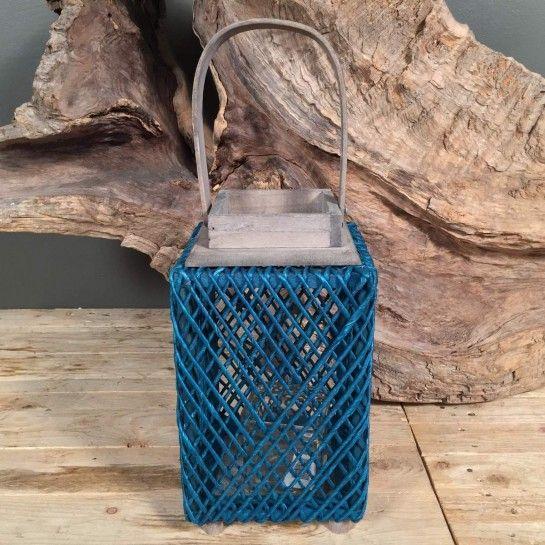 Ξύλινο διακοσμητικό φανάρι με τυρκουάζ σχοινιά περιμετρικά για να διακοσμήσετε τον χώρο σας και να δημιουργήσετε ατμόσφαιρα.Το NEDAshop.gr υποστηρίζεται από το κατάστημα μας όπου μπορείτε να δείτε όλα τα αντικείμενα από κοντά.Το κατάστημα μας βρίσκετε: Λεωφόρος Θηβών 503 Αιγάλεω.http://nedashop.gr/Spiti-Diakosmhsh/fanaria/ksylino-tyrkoyaz-sxoini-28ek