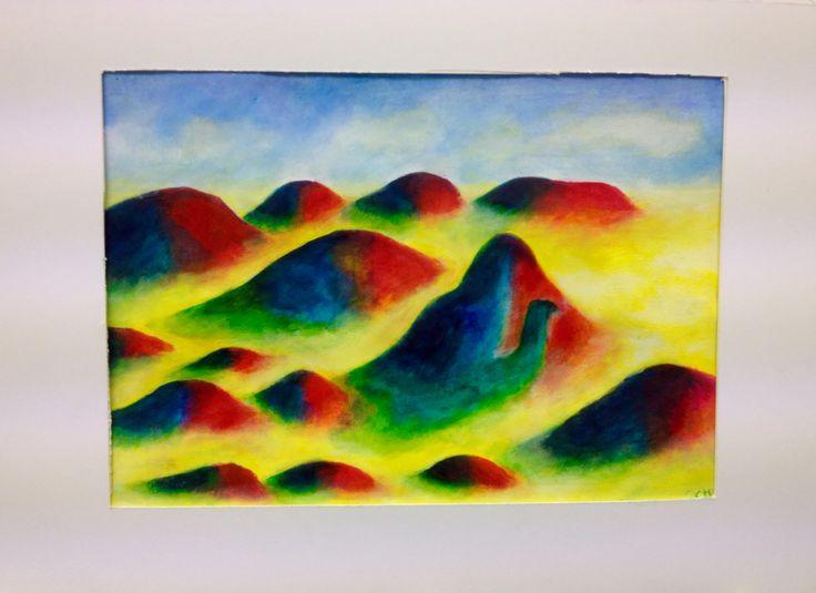 Magiska berg i gulskimrande dimma