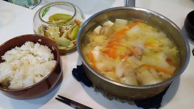 鶏肉の水炊きのようなもの Something like mizutaki of the chicken http://www.kandamori.net/2017/02/blog-post_9.html #朝食 #夕食 #昼食 #ランチ #グルメ #ディナー #食事 #料理 #食料 #食べ物 #ご飯 #Breakfast #dinner #lunch #gourmet #meal #Dish #food #rice #cook #cooking
