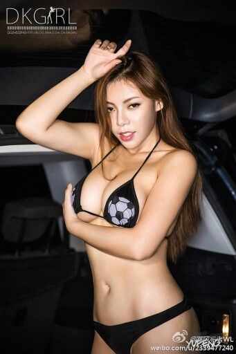 Top top beauty Elise Tam