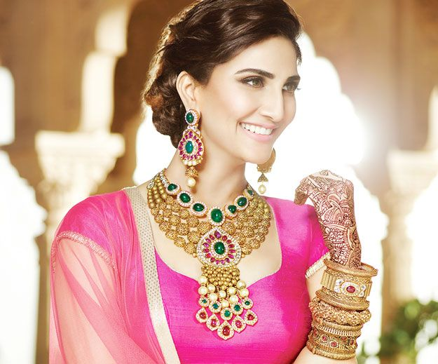 Best of splendid wedding jewelry collections from year 2015 launched by various indian jewellers like TBZ, Tanishq, Hazoorilal, Shrihari Diagems.