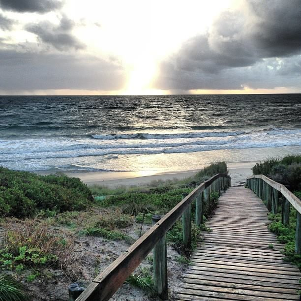 Walkway to Fremantle Beach (WA)
