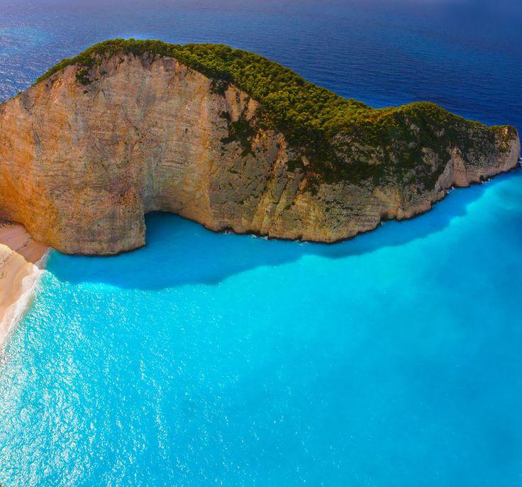 こんなきれいな海に一日中浮かんでいたい。