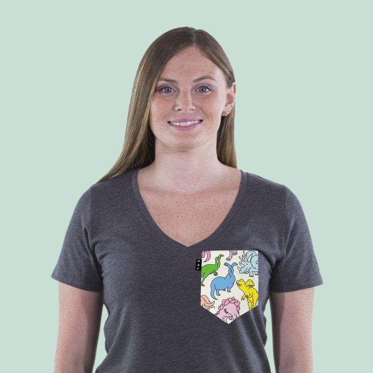 Women's clothing・Pocket tee・V neck・Animals・Pony Mtl・Collaboration・Montreal ❖ Vêtements pour femmes・Col en V・Chandail à poche・Animaux・Artistes・Montréal