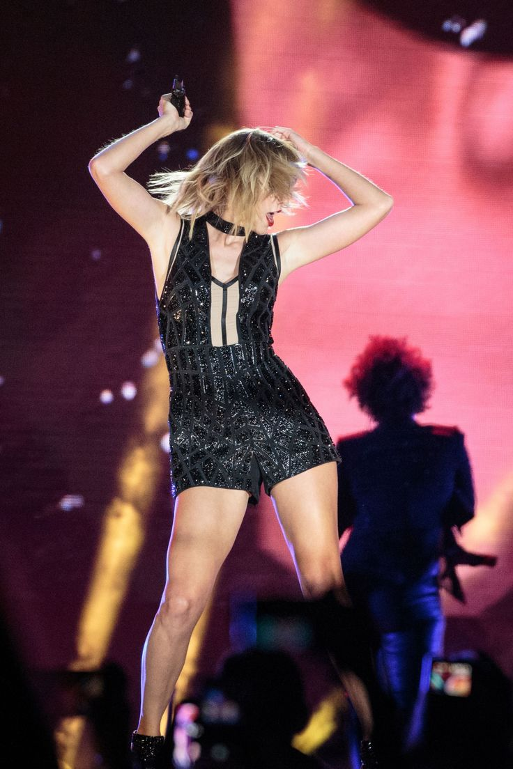 Taylor performing at Formula 1 (10.22.16)