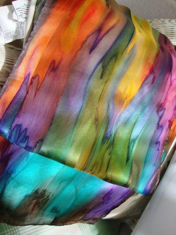 Handgefarbt Von Hand Bemalt Seide Uber Den Regenbogen Seide Etsy Silk Painting Silk Scarf Painting Hand Painted Silk