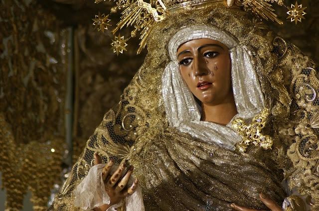 María Santísima Esperanza de Triana.: Santa Sevillana, De Malla, Of Law, Catholic Faith, Santa Fe, Semana Santa, Candelabro De, Tail, De Astorga