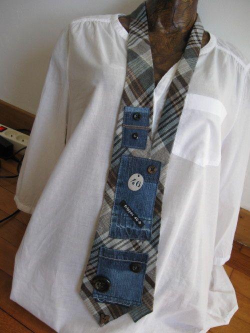 Nouveau montage pour le recyclage de cravates que ces messieurs ne veulent plus! En version gavroche avec des pièces de jeans recyclées Une petite envie furieuse d'originalité et d'éco-responsabilité? En version chocolat et noir avec des morceaux d'un...