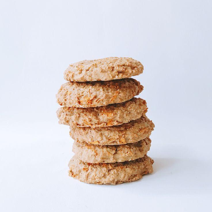 👑 Hele fijne Koningsdag iedereen 🇱🇺. Ben je lekker thuis aan t genieten van deze dag: het recept voor deze oranje koeken (oftewel wortel havermout koeken) is nu online! Yay. Link in bio ⬆️ • #shs #studiohappystory #happystorycakes #cakes #taart #cakestudio #designercakes #creativecakes #girlboss #business #taartwinkel #online #recepten #verhalen #receptverhalen #recipe #wortelhavermout #koeken #carrotoatmealcookies #oranje #boven #koningsdag #2017 #kingsday #blog #post #updated #baking…