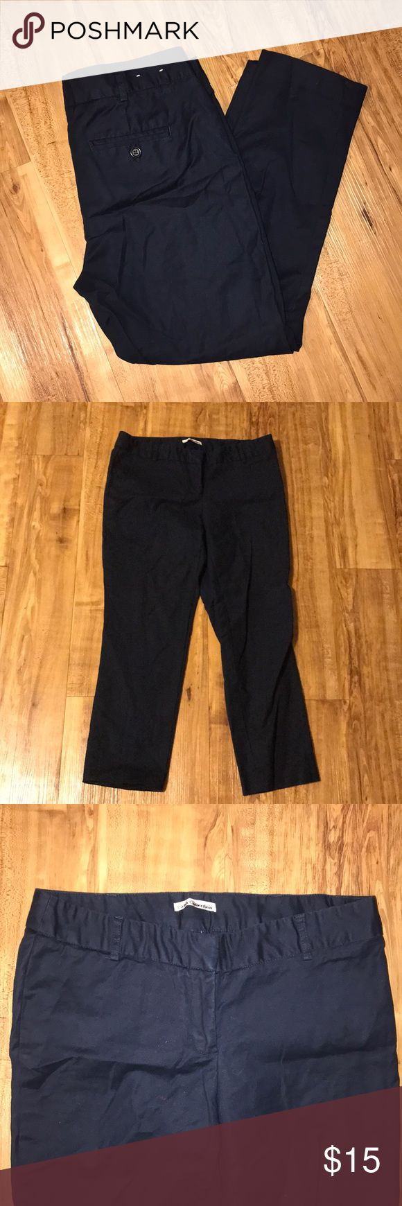 Dahlia Collection Navy Capri Trousers This is in a great pre-owned condition. One of the hems on the pant legs is coming undone but only on one side—it should be an easy fix. Dahlia Collection Pants Capris
