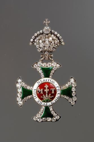 Saint Stephen Order, Grand Cross badge with diamonds, 1st half 19th C., H. 83mm., by Joseph und Anton Biedermann, Kunsthistorisches Museum, Vienna. Obv.