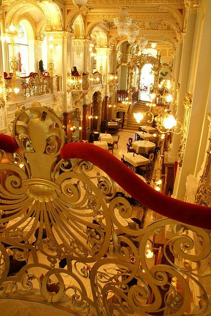 Budapest's New York Palace Café interior. DANG ! Didn't go skimpy on the highlights, huh ? (Budapest, Hungary)