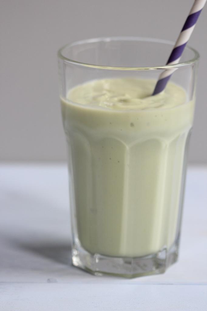 Groene smoothie met avocado en ananas - Lekker en Simpel