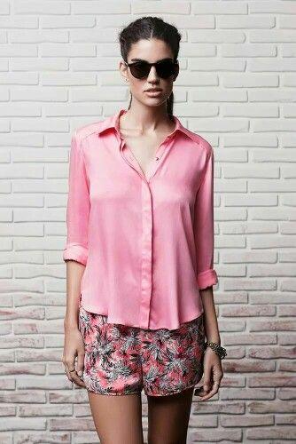 Camisa Clau Rosa. Short Cris Multicolor. Pulsera Carmen Plata. Anillo Mimi Plata. Anillo Ro Plata.