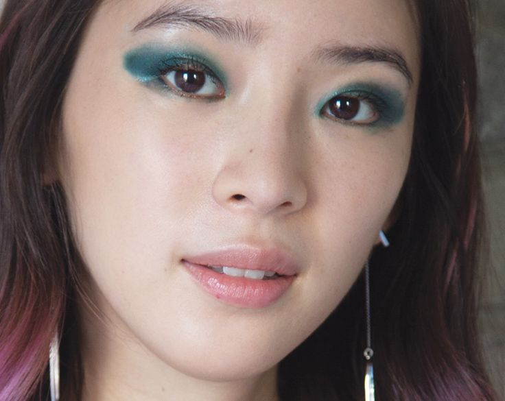 Irene Kim Demos the Most Mesmerizing Emerald Smokey Eye
