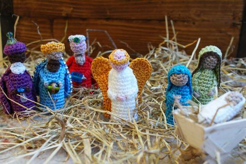 Nativity Crochet Pattern for free. Each person has its own pattern to download in both US and UK terms
